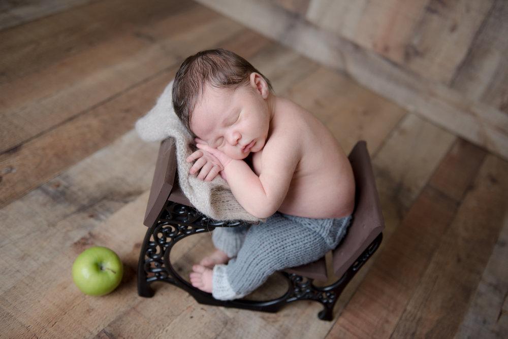 CT Newborn Photographer | www.heatherandsarahphoto.com