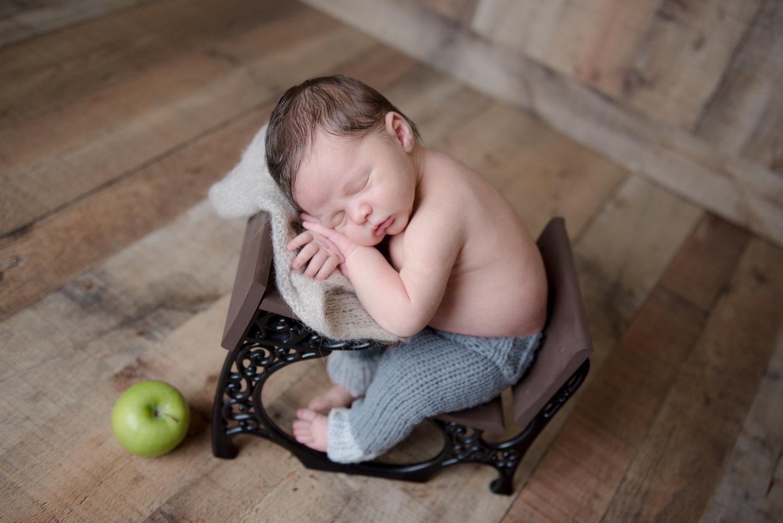 Ct newborn photographer www heatherandsarahphoto com