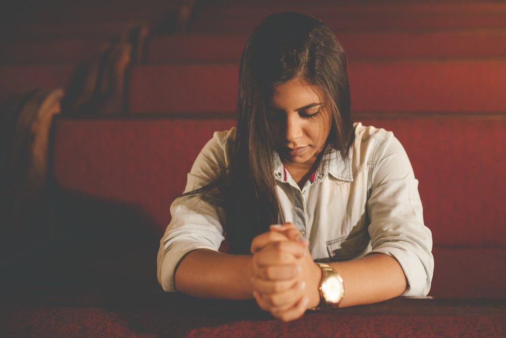Woman-praying.jpg