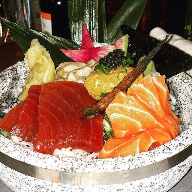 #sashimi #bowl #salmonbelly #ahi #avocado #uni #caviar @barsaltie @metonmain #mainstreet #nantucket #perfection #🍣🥑🍙🍜