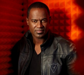 brian-mcknight-vocal-booth.jpg-nggid03400-ngg0dyn-320x240x100-00f0w010c010r110f110r010t010.jpg