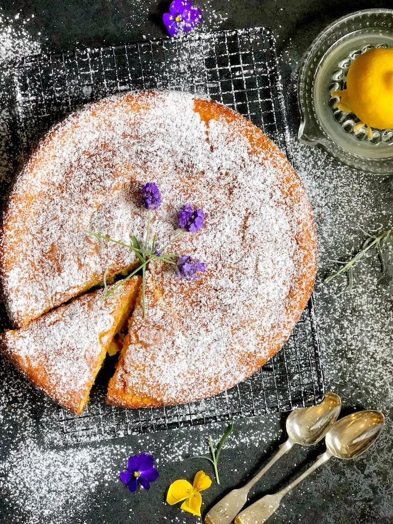 torta sa lavandom i limunom.jpg