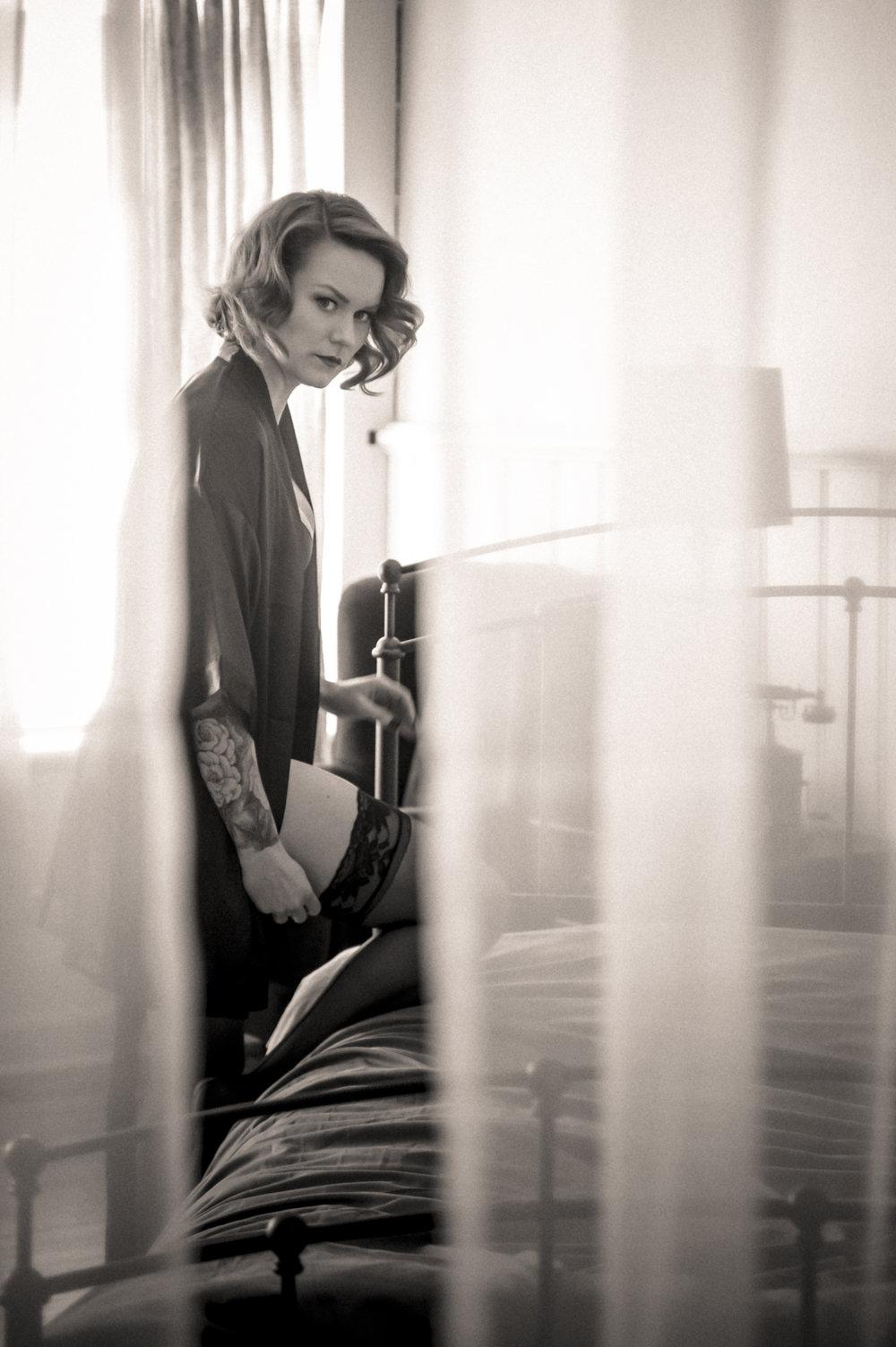Marta-Hewson-Kim-Murkovich-boudoir-voyeur.jpg