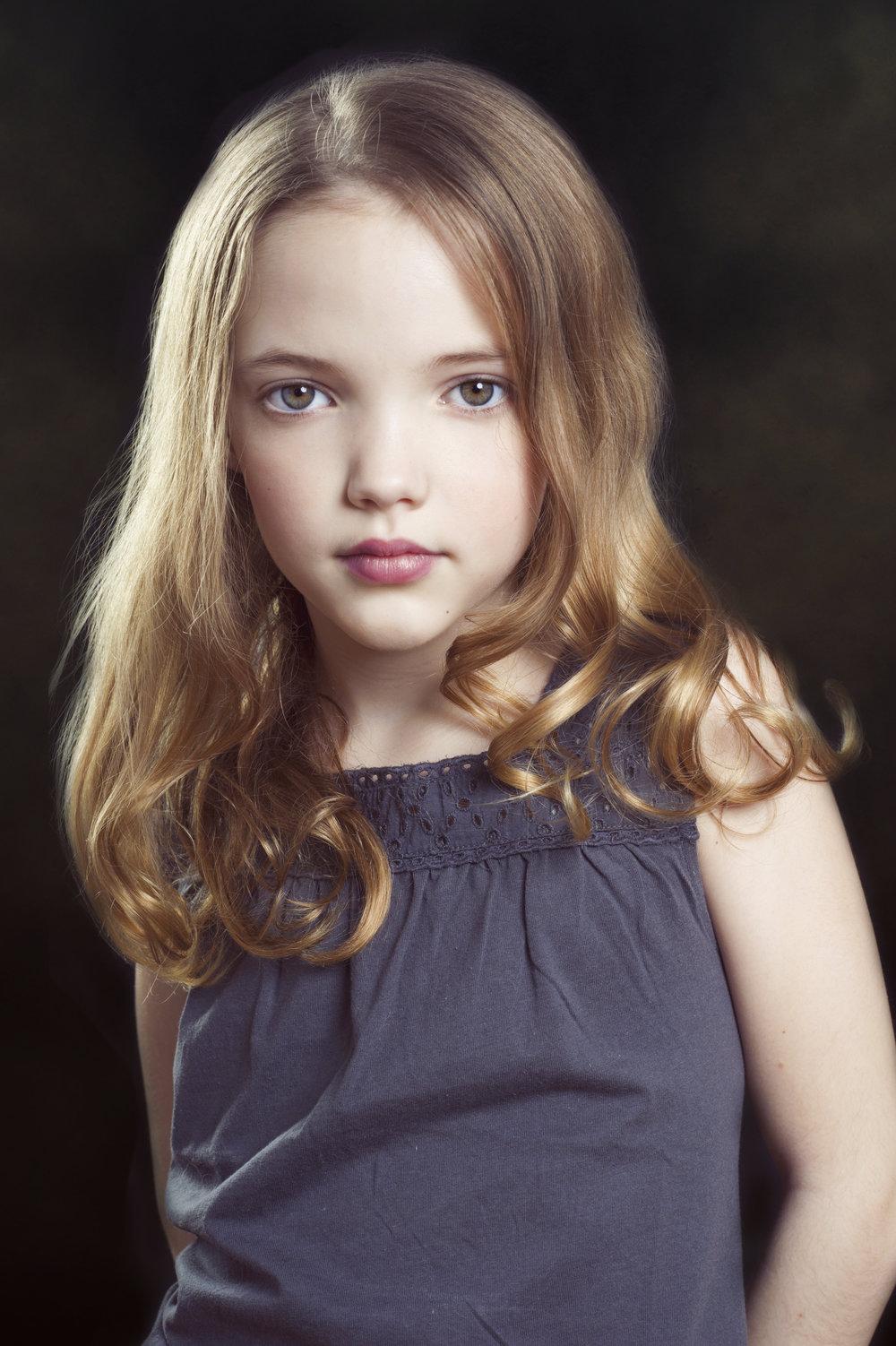Marta-Hewson-Classical-portrait-Annalise-Forbes.jpg