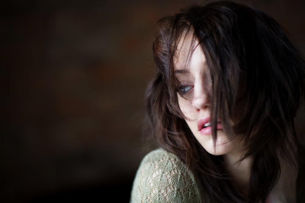 Marta-Hewson-Lifestyle-portrait-Maggie-Mae-Taylor-dramatic-expression.jpg
