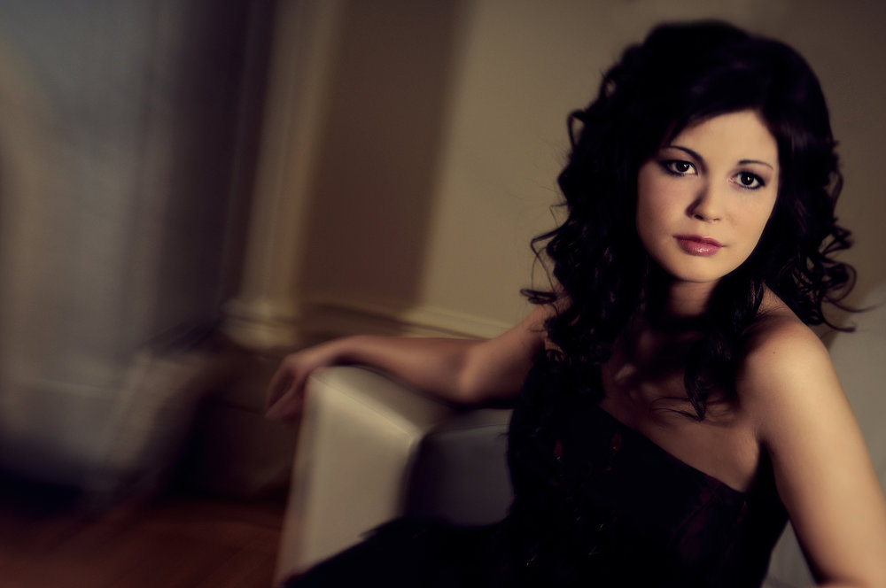 Marta-Hewson-Classical-portrait-young-woman-soft-focus-environment.jpg