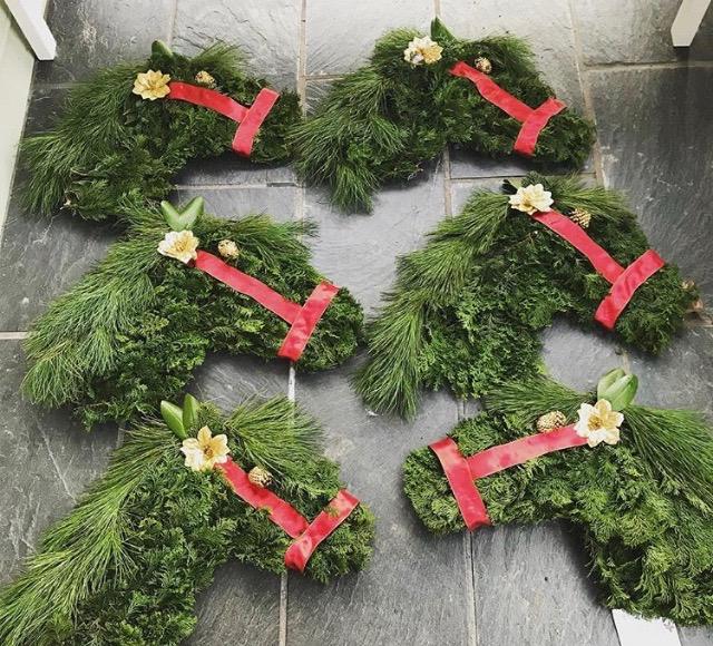 horse wreaths.JPG