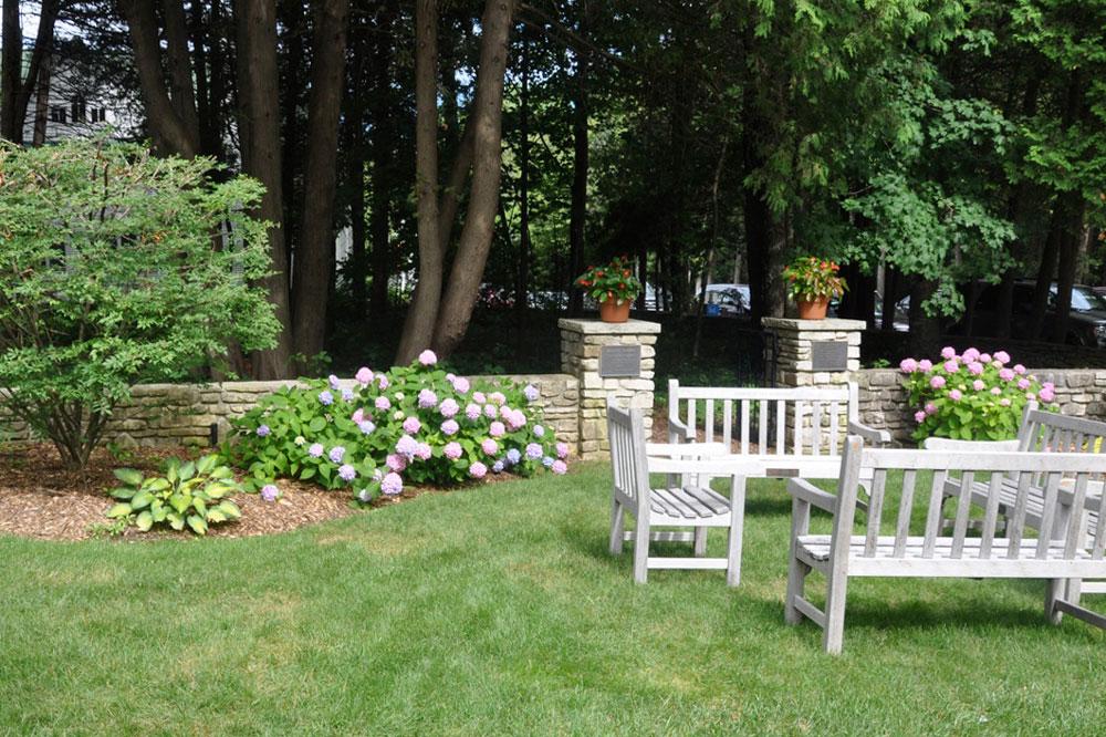 memorial-garden-outside2.jpg