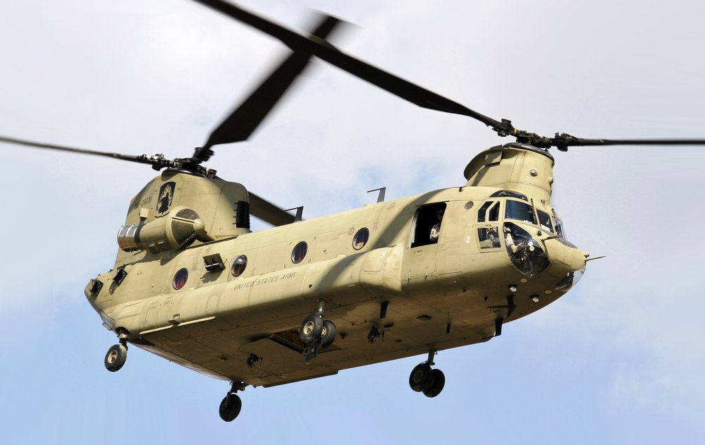 CH-47_Chinook_helicopter_flyby.jpg