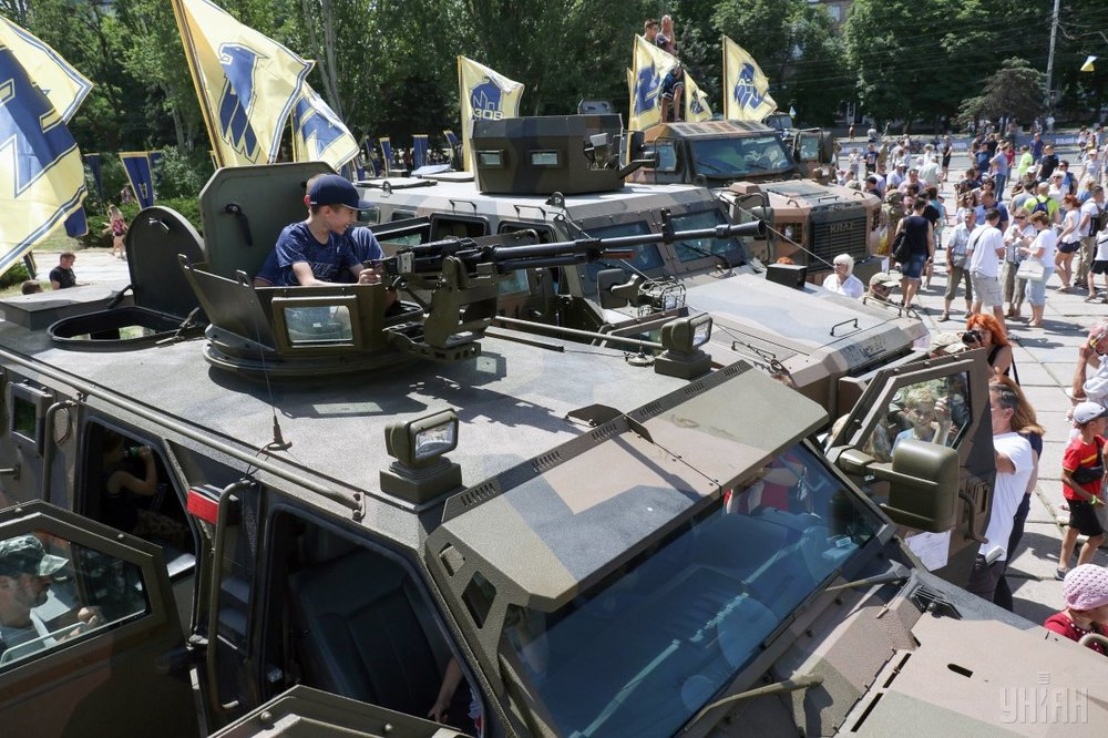 On June 16, residents of Mariupoland soldiers stationed there staged a military parade to mark the the fourth anniversary of the city's liberation from Russia-backed Separatists. (UNIAN)
