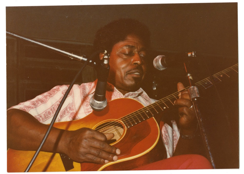 Johnny Shines performing solo at the 1975 Miami Blues Festival [courtesy of Jim Fishel]