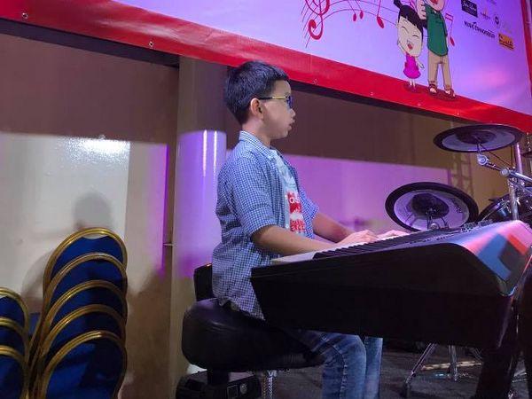 Boy 2 with keyboard_cr_600x450.jpg