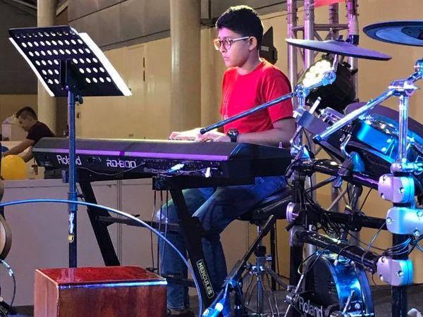 Boy with keyboard_cr_600x450.jpg