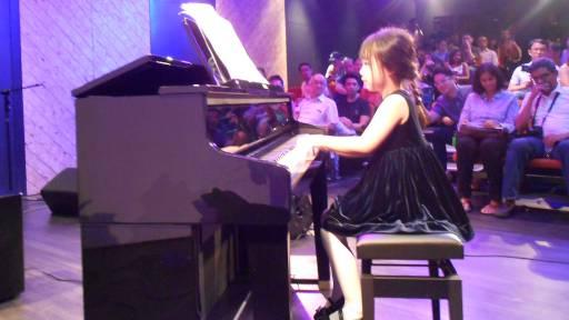 Girl_piano-512x288.jpg