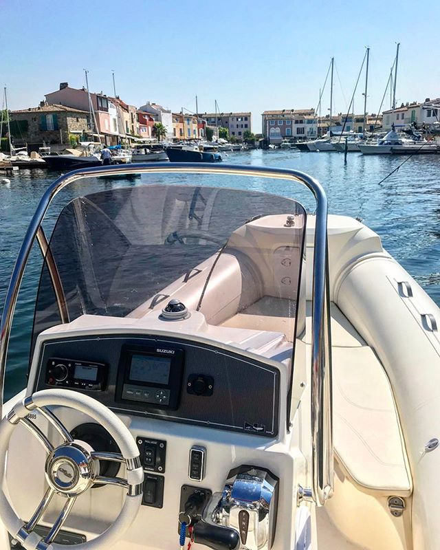 Bateau du jour/ boat for the day 🚤🚤✌🏻 #boat#europboat#location#rent#bateau#portgrimaud#sainttropez#golfdesainttropez#cotedazur#frenchriviera#day#week#sun#sea#crazyday#nj700#suzuki#sealovers#music#gps#family#friends#swimming#fish