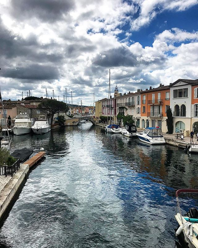 Pas de mot .. 😍  No word .. 😍  #portgrimaud#boat#rentboat#locationdebateaux#location#frenchriviera#lovethisplace#love#sea#goodtimes#goodvibes#sainttropez#day#friends#placetobe#sky#color