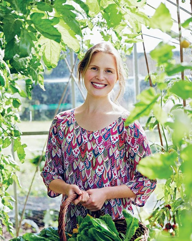 We're absolutely thrilled to welcome back the incredible @henriettainman to High, for a second #masterclass in natural baking, this time in celebration of her second book The Natural Baker - out now!! Wednesday 4th April. Ticket link in bio, just a few left; why not treat yourself and a friend in time for an Easter gift?! * Henrietta balances the flavour, quality and texture of classic patisserie with the natural goodness of whole food  ingredients with such stunning results... her cakes, tarts and treats (both sweet and savoury) are the most beautiful and delicious we know. * Together with Hen, you'll bake delights such as triple nut buckwheat brittle... seasonal vegetable gozleme... peanut butter & rye brownie... figgy chocolate ganache tart with orange and sea salt... carrot & coriander crackers and black seeds oatcakes. Hope you can join us! * #henriettainman #thenaturalbaker #highmoodfood #highlates #wholesomebaking #wholefoodingredients #naturallysweet #refinedsugarfree #healthybaking #seasonalbaking #seasonalfruit #seasonalvegetables