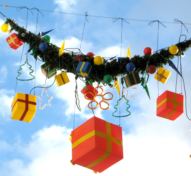 Christmas Decoration - money works Christmas.jpg