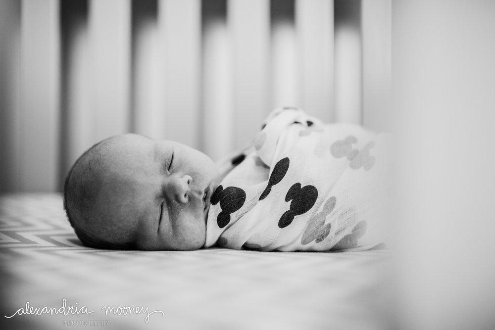 Oliver_newborn_WATERMARKED-3.jpg