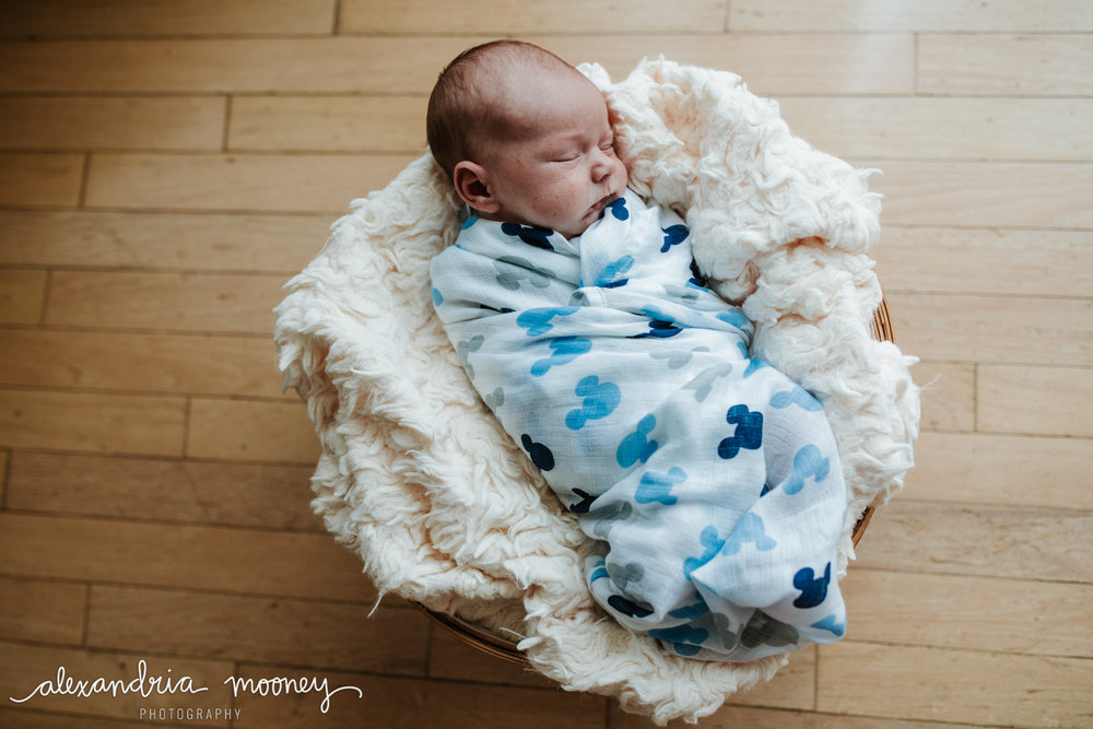 Oliver_newborn_WATERMARKED-5.jpg