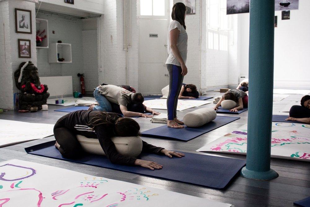 """Atelier de Yoga - Levée de fonds pour l'association Connection Karma  Sam. 10 juin 2017 Ashtanga Yoga Paris  Atelier organisé en faveur de l'association """"Connection Karma - Yoga pour tous"""", avec cours de yoga et atelier de peinture autour des postures de yoga."""