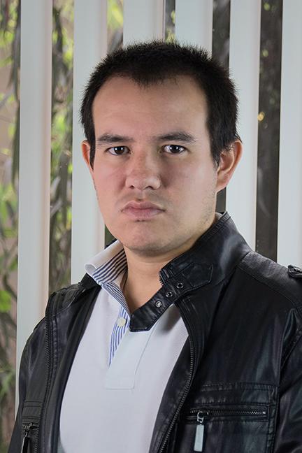 Roberto Flores, director