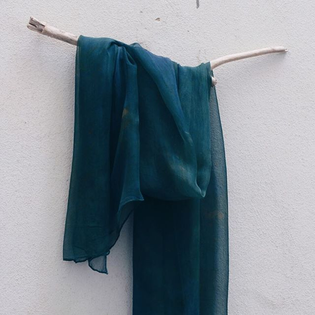 Like a waterfall on a mountain lake... emotions arise and flow into the blue green. ... #mondays #emotions #blue #melancholia #longing #vulnerable #naturaldye #botanicalcolors #indigo #ecoprint # #openstudio79dyes #slowcolor #dyersofig #livecolorfully #tintenatural #mallorca #createcultivate #naturesbeauty #dyersofinstagram #handdyed #unique #color #observe #createeveryday