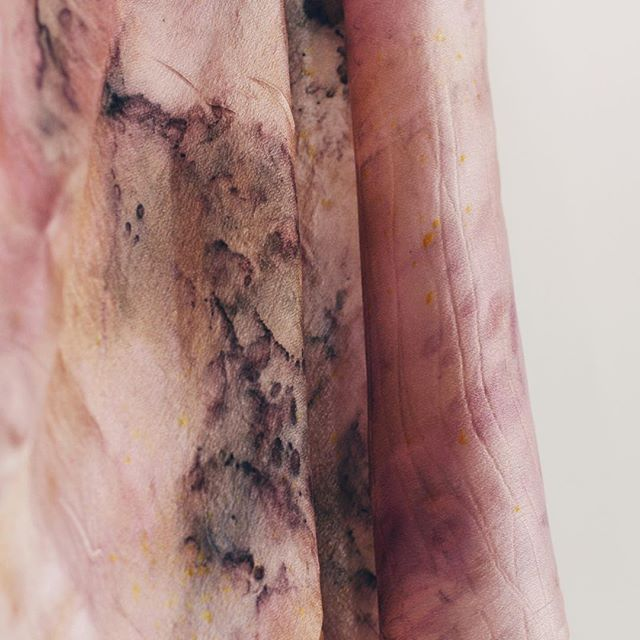 Soft pale colors & drape. This morning I would love to cuddle in it... Tonos pastel suaves & delicados. Esta mañana me quiero sumergir en ellos... #openstudio79dyes #naturaldye #slowcolor #livecolorfully #pastel #softpink #dyersofig #mallorca #silk #tintenatural #nature #naturesbeauty #createcultivate #naturalcolor #dyersofinstagram #botanicalcolors #handdyed #naturelover #unique #ecoprint #color #simpleandstill #meaningfull #respectnature #vulnerable #slowfiber #flowers #fragile #colors #createcommune