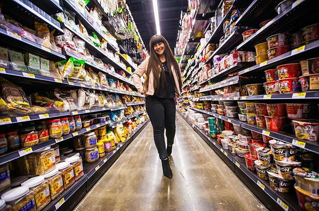 The rumors are true...H-Mart opened a location in the West Loop! All types of Asian groceries and we don't have to take a cab for an hour to get them. Narrow aisle photo-time! ✌️ . Sammy Faze Photography 2018 . #sammyfazephotography#hmart#chicago#chitown#chicagogram#chicagogrammers#illgrammers#gramslayers#justgoshoot#moodyports#portrait#portraitvision#exploretocreate#createcommune#agameoftones#heatercentral#westloop#grocerystore#asian#japanese#shoot2kill#canon#wideangle#lensculture#rawurbanshots#shopping#teamcanon#japanesefood#cooking#instachicago