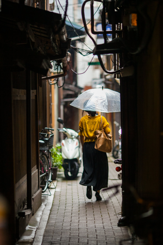 yellow shirt umbrella.jpg