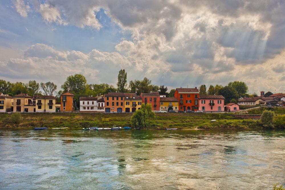 Pavia river houses.jpg