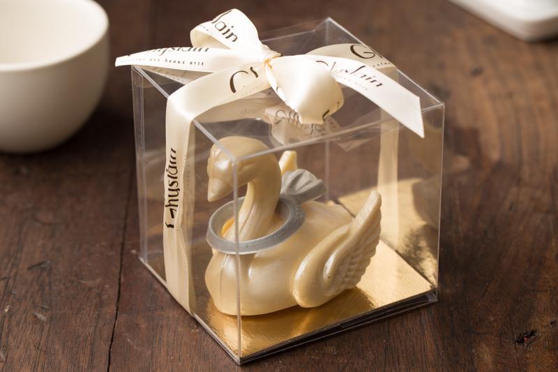Chocolate Swan w/Chocolate Wedding Ring - Boxed