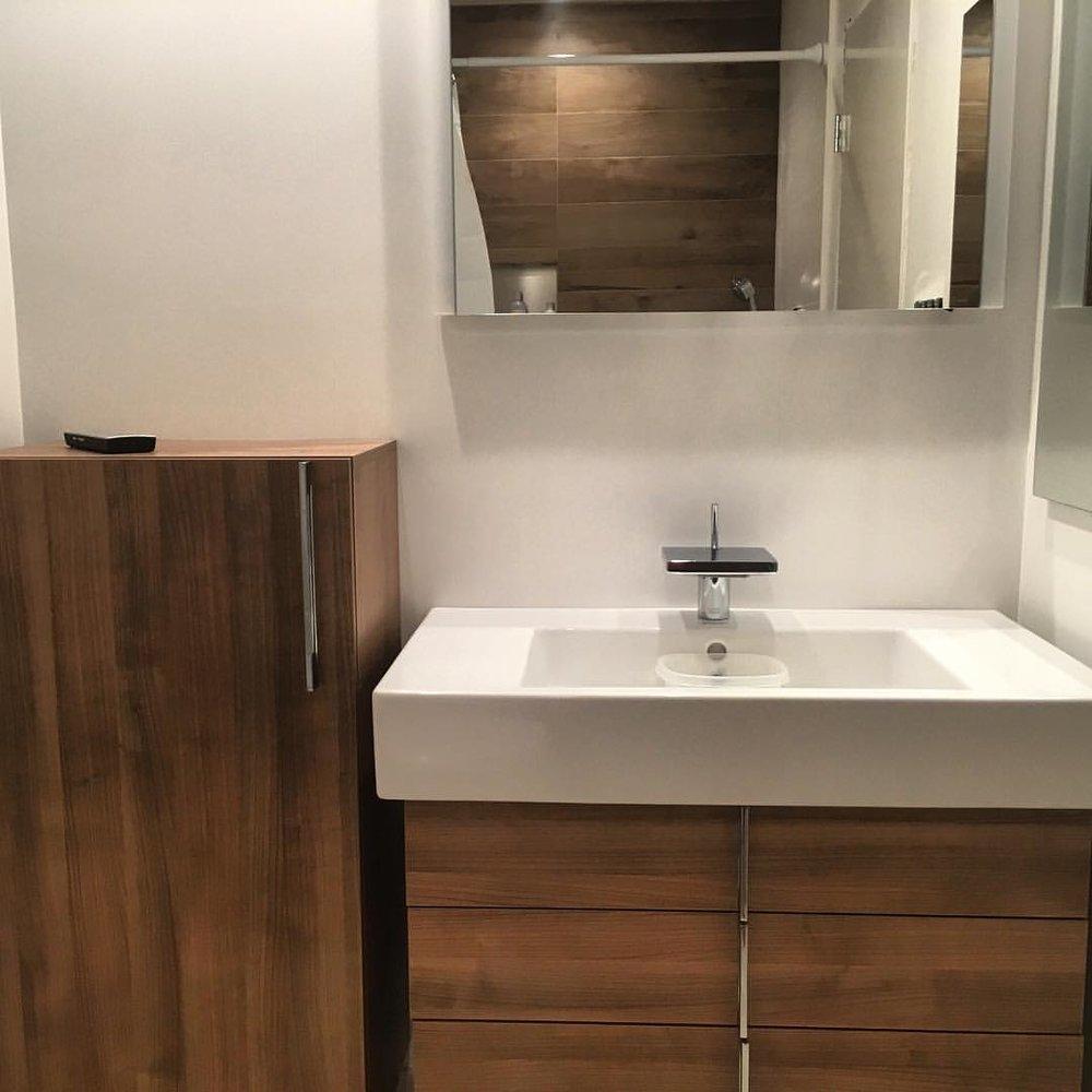 teak bathroom.jpg