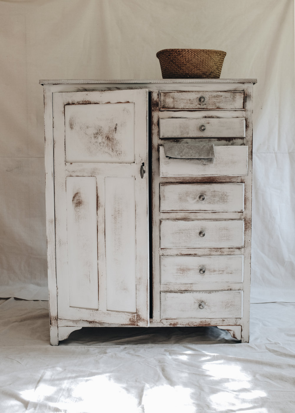linen cupboard (2 of 3).jpg
