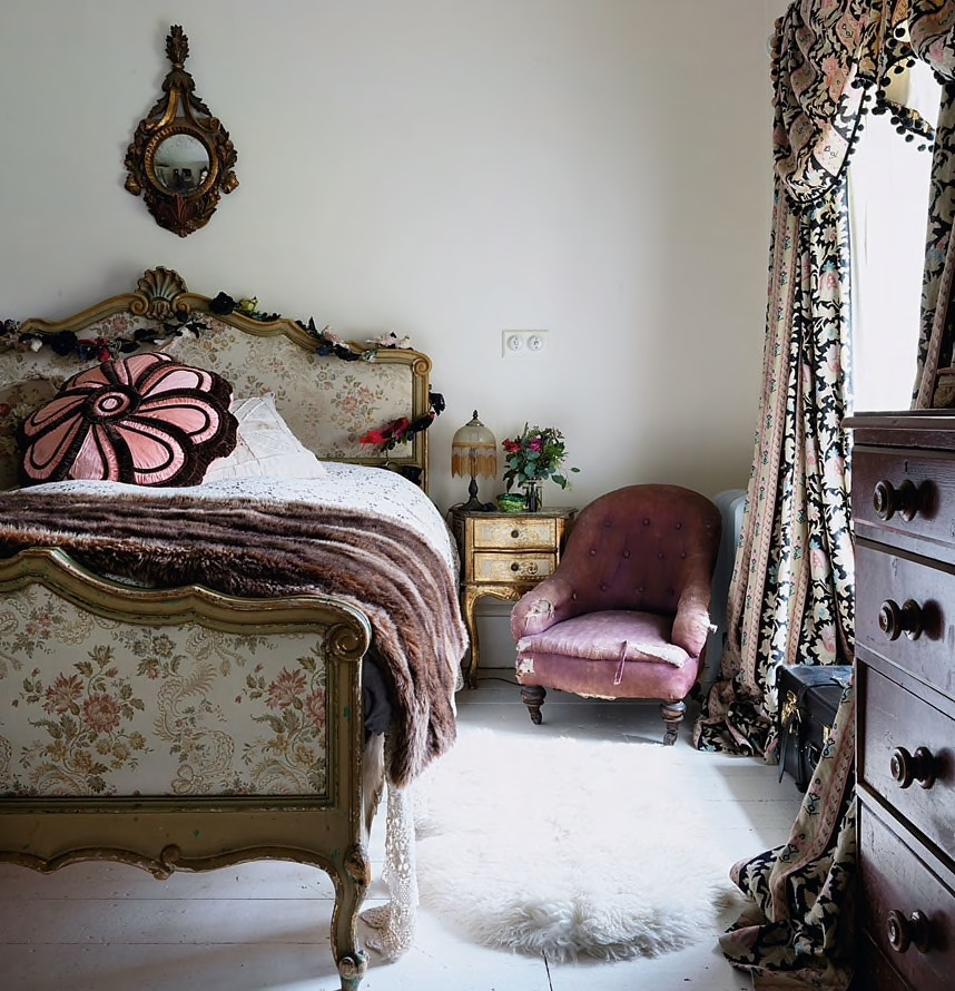 Inside Pearl Lowe's vintage-inspired Somerset home