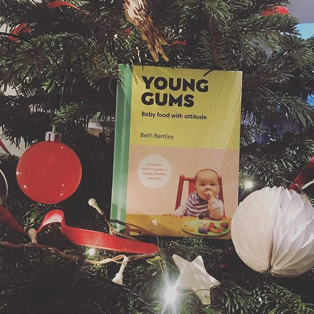 GIVEAWAY // I'm part-way through a series of festive giveaways I've put together to say thank you at the end of a big year for me. 2018 = another baby girl arrived safely 💕 then a few weeks later my book was released, selling out and becoming Amazon's #1 non-fiction book...the fourth bestselling book on the whole site 📚. Couldn't dare hope for any of that and I'm so grateful for the support and help I receive here.  So, all sorts of giveaways happening on my feed, everything weaning-related, baby/toddler-related, or things I find useful personally as a knackered parent.  I couldn't do a bunch of giveaways without including the book that made it all possible so today it's signed copies of YG. One for you, and one for a friend. Each gift wrapped and delivered with a handwritten message inside dedicated to the parent, the baby (or bump) or to the whole family. Anyone you like!  To win, all you need to do is: ✅ like this pic. ✅ tag the friend you'd give the second copy to (or if you already have the book, as I know lots of you do, you could tag two friends who need a copy!). 📝 Enter as many times as you like using separate comments💕. Competition will close on Sunday night 9th Dec, 9pm). Books will be delivered in time for Christmas. Open to anyone in Europe. 🗺