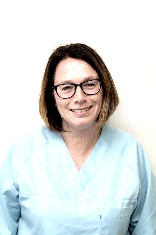 Tannhelsesekretær Helen Rødseth   Helen er utdannet tannhelsesekretær, og har jobbet her på kontoret siden 2002.