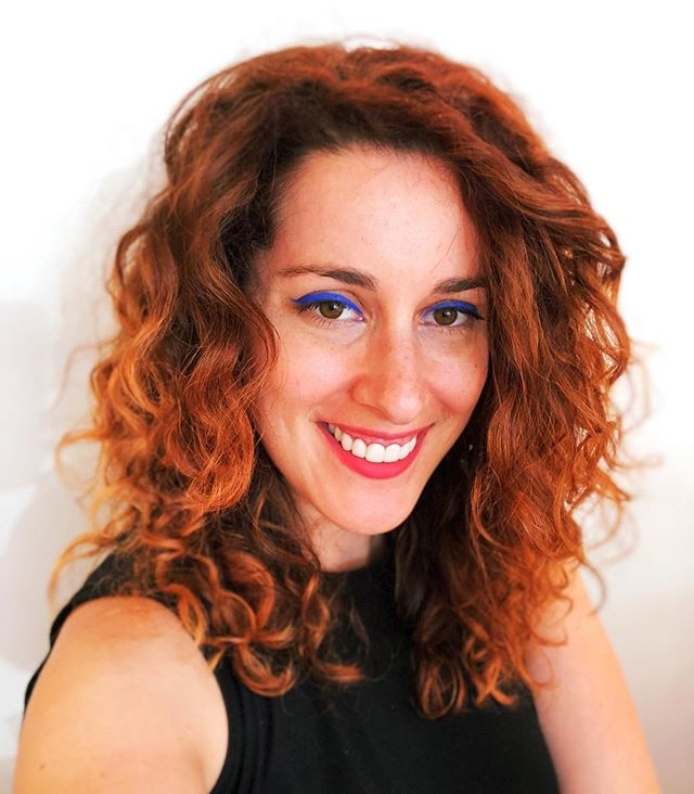 Curly hair, bright eyeliner and lips plus freckles for a fun summer look! @devacurl @urbandecaycosmetics #makeup #makeupartist #makeupartistnyc #muanyc #mua #newyorkmakeupartist #nymakeupartist #curlyhair #curlygirl #devacurl #urbandecay #hotd #fotd #motd #eotd #lotd #summer #summermakeup #summerlook #photooftheday #bestoftheday