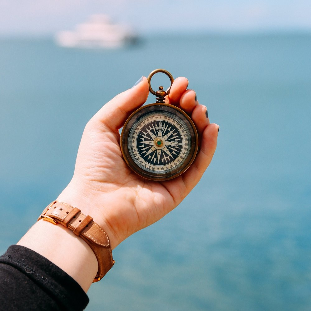 Om Sørlandets Maritime - Sørlandets Maritime er ett båtselskap som driver rutebåt, taxi- og chartervirksomhet i Tvedestrand kommune. Vi holder til på Hagefjordbrygga på Borøya. I sommerhalvåret åpner vi også opp vår restaurant og kiosk med en unik beliggenhet. Vi tilbyr i denne perioden diverse fasiliteter for besøkende og gjester i havna. Drivstoff kan du fylle hele året.Ruter LyngørRuter SandøyaTaxibåt