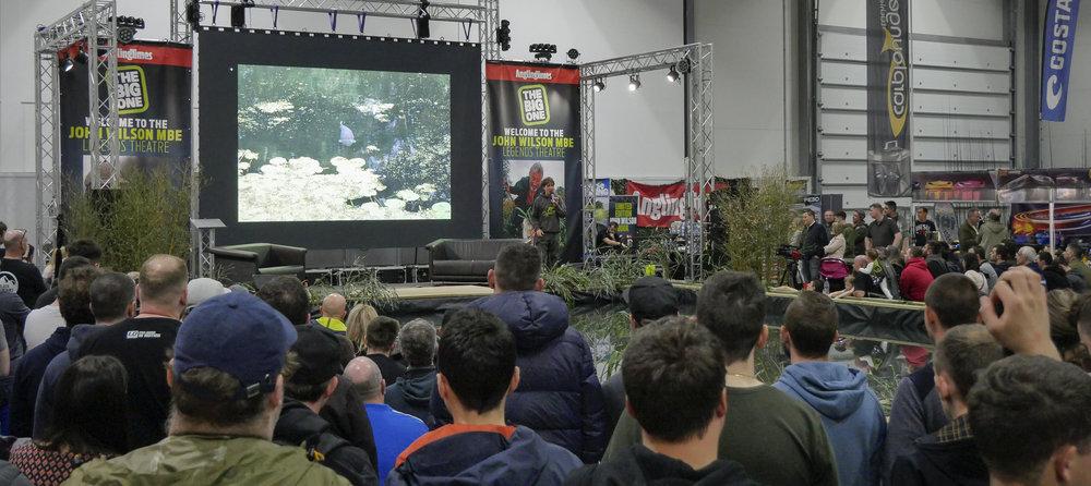 Crowds watch Terry Hearn_3.jpg