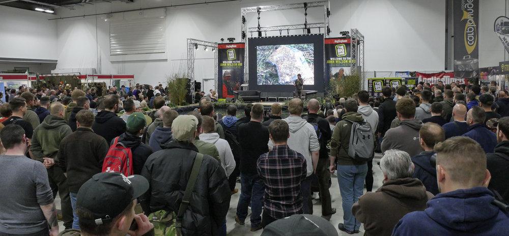 Crowds watch Terry Hearn_4.jpg