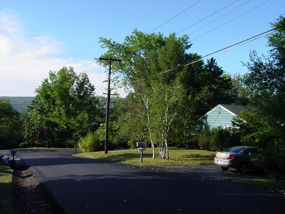 - Das Hill House - oder Hügel-Haus - an der Pinnacle Road, das sich Jane und Rob 1975 kauften. Auch dort fanden sporadisch noch ASW-Klassenabende statt.