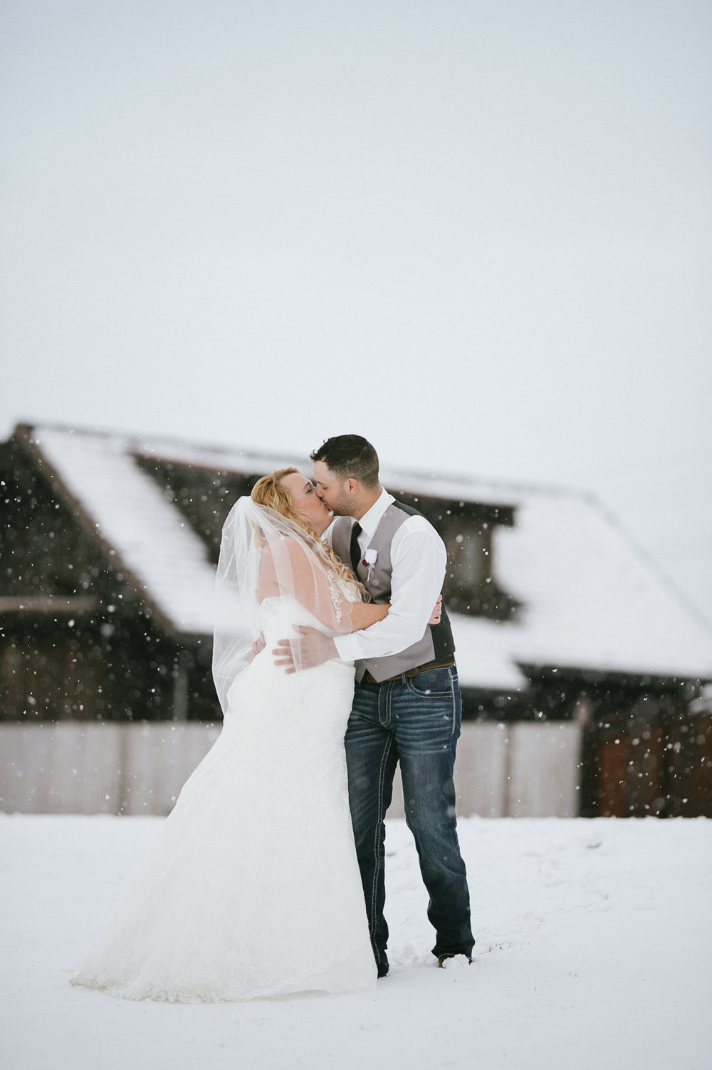 Winter Montana Wedding_Leighanne Parker + Ethan Ramos_Kelsey Lane Photography-8120.jpg