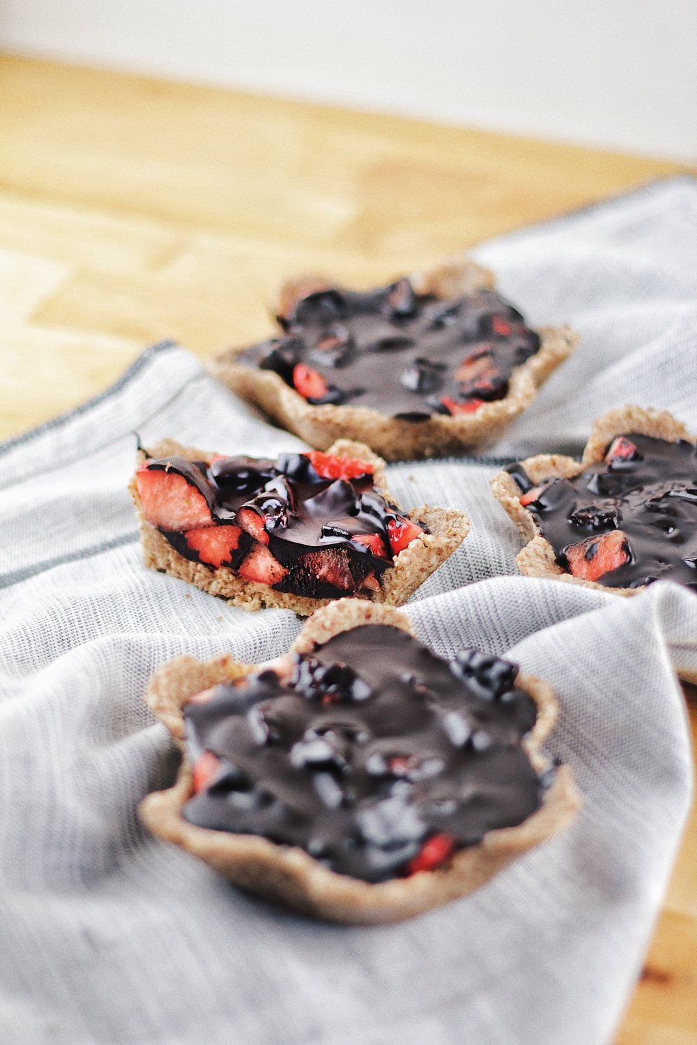 Low Carb Mini Tarts - with Strawberries and Chocolate