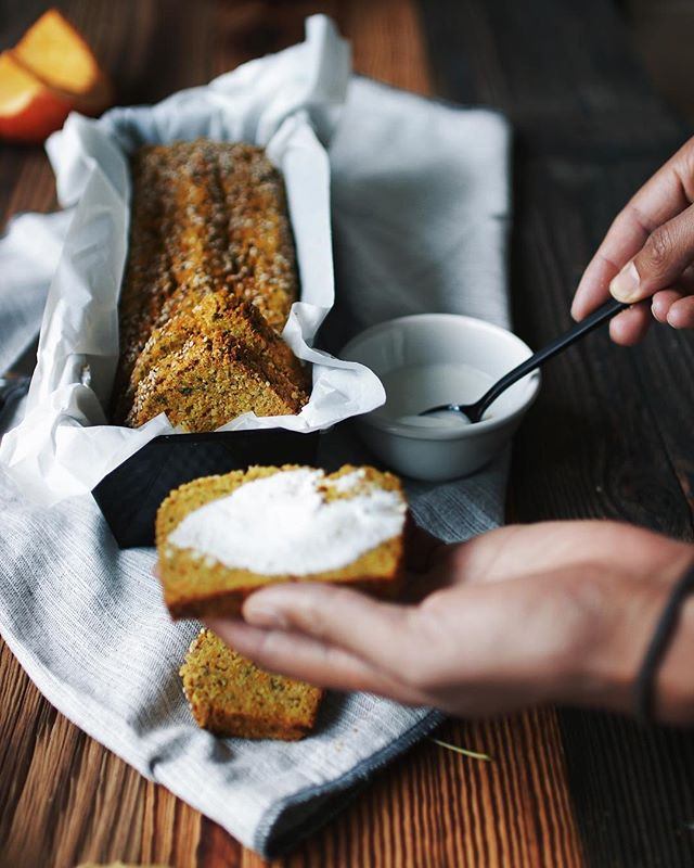 """Summer doesn't want to leave yet but no one stopped seasonal veggies und fruits 🤗. Our favorite bread these days is """"Grain-Free Pumpkin Bread"""". Find your local pumpkin 🎃 and try to bake this delicious 🤤 bread.  Click on the link in the bio for the recipe 👆😘 . . . #fitchickbakery #fitchickbakeryrecipes #pumpkinbread #grainfreepumpkinbread #glutenfreepumpkinbread #halloweenrecipes #halloweenbreakfast #paleopumpkinbread #grainfree #glutenfree #sugarfree #lowcarb #paleorecipes #ketorecipes #paleo #keto #healthybaking #eatclean"""