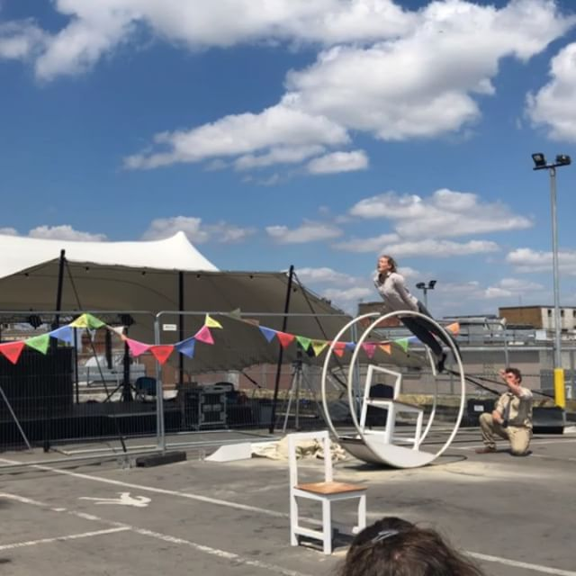 Family Circus Day morning session in full swing. Head on down for the afternoon session 2.30pm - 5pm. Just £5 per family with @acrojou's Frantic at 3.30pm, circus skills with Engage from Artspace Cinderford, fully stocked bar, circus crafts, delicious @falafelmamaa grub aaaand ☀️☀️☀️☀️☀️☀️☀️ . . . #rooftopfestival #rooftopgloucester #familyfunday #sunnysundays #familycircusday #thingstodogloucester