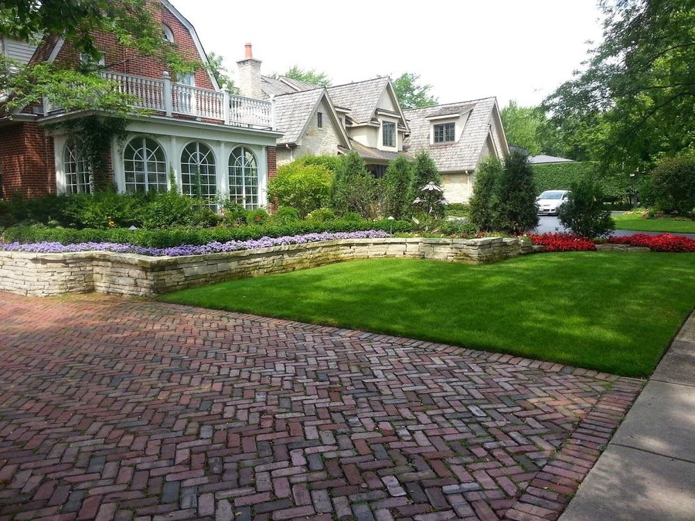 Landscaping services, including lawn service in Glenview, IL