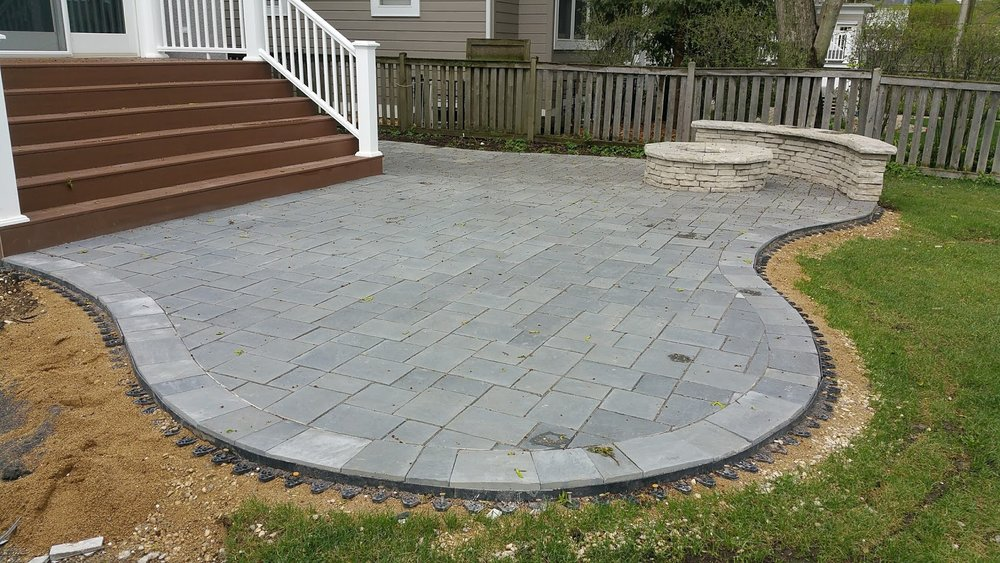 Top patio pavers, landscape design, patio designs and other landscaping services by landscape contractors in Northbrook, IL