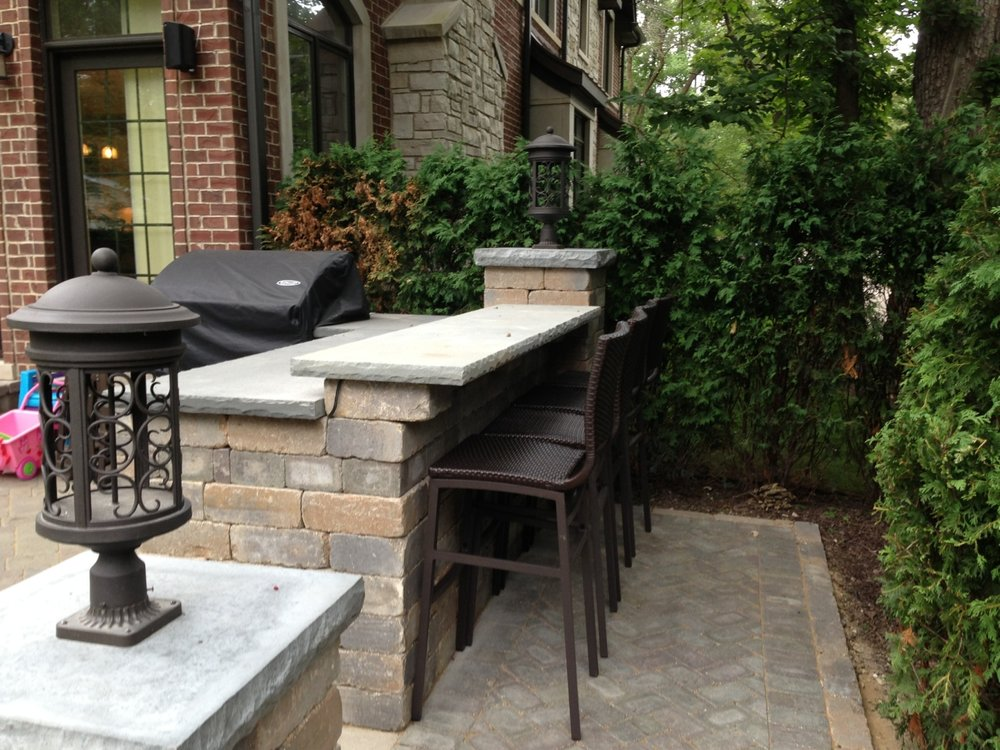 Landscape design with outdoor kitchen in Northbrook, IL