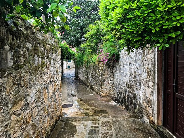 Getting lost in winding alleyways is a favorite pastime of mine 🗺 Location: somewhere in Croatia (I was lost, remember? 😂)